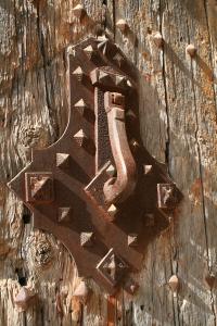 Portes de l'entrada Monestir de les Avellanes